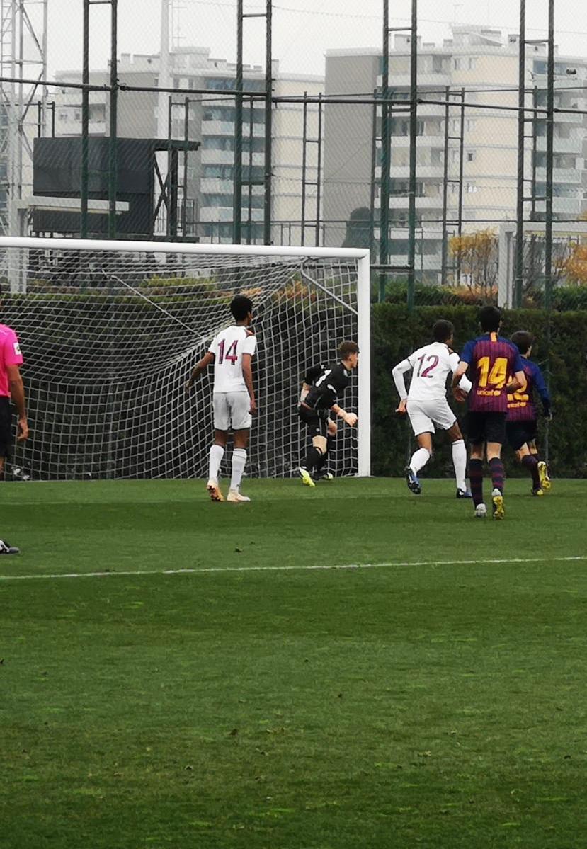 Natan GirmNatan Girma a joué contre les M19 de Barcelone. Servette a fait match nul!a a joué contre les M19 de Barcelone. Servette a finalement fait match nul!
